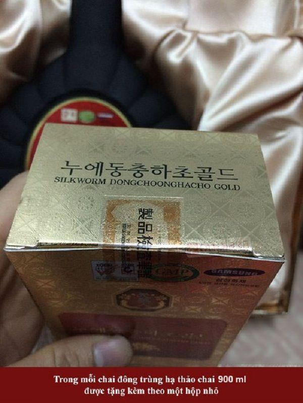 Sản phẩm được tặng kèm trong chai tinh chất đông trùng hạ thảo
